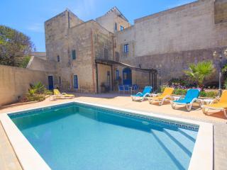 Arjuza 4 Bedroom Farmhouse with Pool