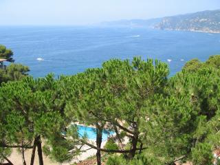 Encantador apartamento con vistas al mar y piscina