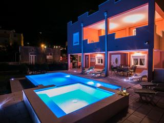 Luxury apartment with pool,hot tub, BBQ & garden, Kastel Sucurac
