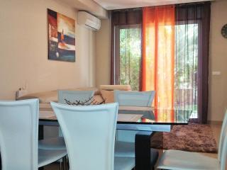 Lujoso apartamento de 2 dorm. con jardín de 120m., Granadilla de Abona