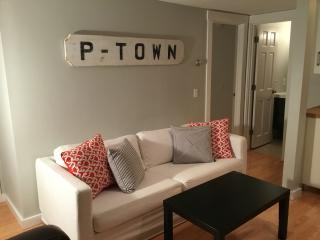 WEST END-MODERN APARTMENT with ALL THE ESSENTIALS, Provincetown