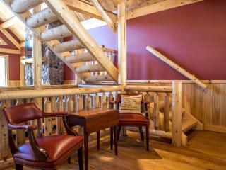 Luxury Cedar Log Home 1 Mile to Slopes