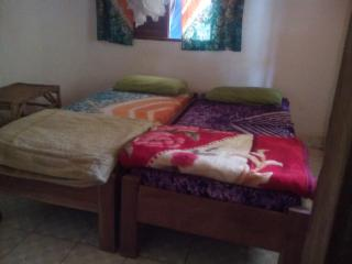 African style Guesthouse with 3 rooms inclusief shower, toilet, musquito net , f