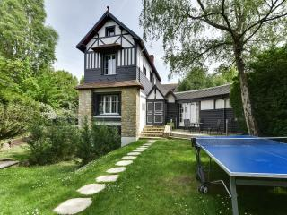 Beautiful house with a garden in the heart of Deau