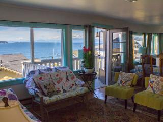 *10% off Labor Day Weekend Now!* Idyllic Island Retreat for Honeymooners or Families! Spectacular views  'Sea Breeze Overlook' 3BR Camano Island Two-Level House w/Panoramic Puget Sound Views & 3 Balconies, Beach & Boat Launch Access - Weekly Discounts!