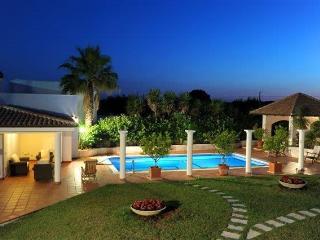 Villa Borgata – Elegant and fun – sleeps 6 + 2, Cisternino