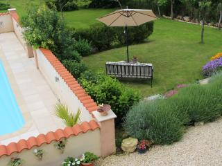 Les Hirondelles Rural Gite, ideal couple's retreat, Chalais