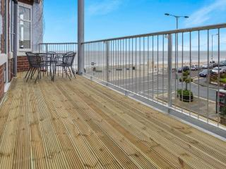 2 Bedroom sea view apartment with balcony & snug, Bridlington