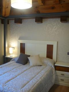 Dormitorio con cama individual/matrimonio