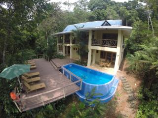 sleeps 9 people Costa Rica best Casa de Mono Locos, Playa Matapalo