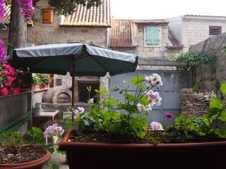 Apartment with nice frontyard - Split city center