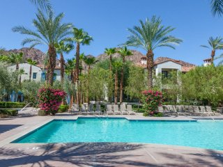 Luxurious 2Bd/Ba Villa near Clubhouse -Lower L64, La Quinta