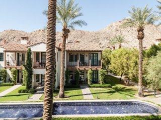 Luxury 3BD/3BA Villa on the Paseo - Upper C75