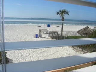 SALE: 10% off 2+ nts thru MAY ! Beachfront! Full Views, 2/1, Kitchen, Htd Pool