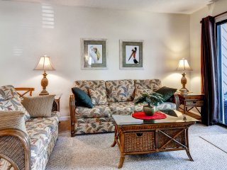 2BR Hilton Head Condo w/ Pool & Hot Tub!