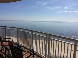 Beautiful 2 Bedroom/ 2 Bath Condo With Gulf View! bonus room with Bunk-beds ., Gulfport