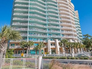 Beautiful 2 Bedroom 2 Bath Condo with bonus room with Bunk-beds .