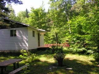 Country rustic cottage by the river, Thetford Mines