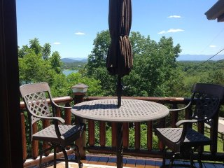 1 Bedroom, sleeps 2- on Douglas Lake, Sevierville