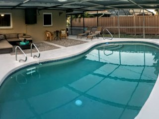 Private Pool Renovated Beach Cottage, Naples Park