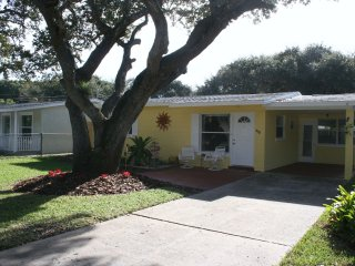 3/2 Home Pet Friendly Sleeps 6 Steps from Ocean, New Smyrna Beach