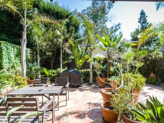 Your Garden Oasis on 1st Block to Beach! (1BA/1BA), Los Angeles