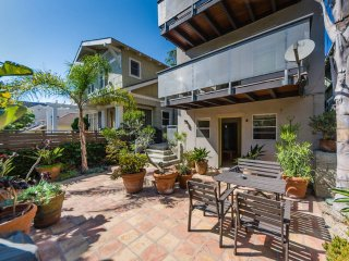 4BR/3Full BA's -- on the first block to the beach!, Los Ángeles