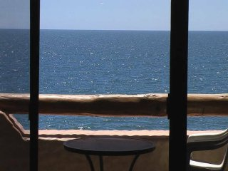 2 Bedroom OCEAN FRONT Condo, Amazing Views, Pools, Puerto Penasco