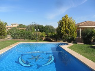 Lovely 4 Bed Villa with pool, Internet and AC, Mutxamel