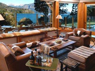 Casa de lujo sobre costa del Lago Nahuel Huapi