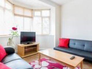 Superb and spacious 2 bedroom apartment in Leyton, Londen