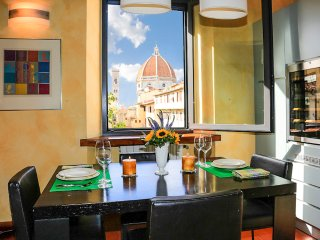 Breathtaking Views from 2 Bedroom Apartment in Florence, Florencia