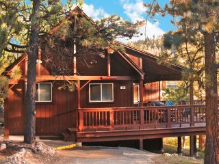 3rd night FREE! Authentic cabin: Lake nearby, WiFi, Big Bear Region