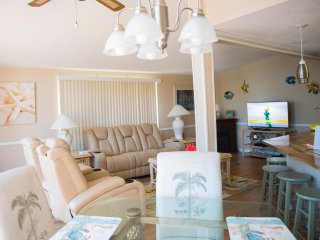 Newly renovated rental - mintues from beach!
