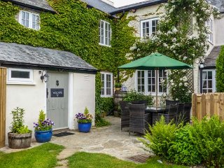 CHURCH FARMHOUSE en-suite, character cottage, woodburning stove, pet friendly in Chard Ref 27206