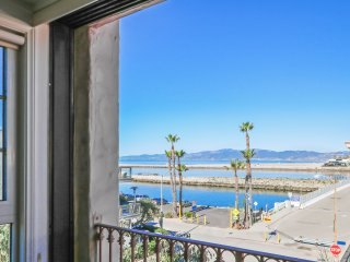 New Listing! Magnificent 3BR/3BA Playa Del Rey Condo w/Wifi, Gorgeous Views & Rooftop Access - Walk to the Beach & Main Attractions!, Marina del Rey