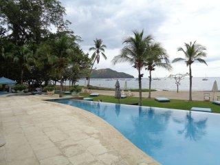 2016 New 1st Floor Luxury Pacifico - Walk to Beach