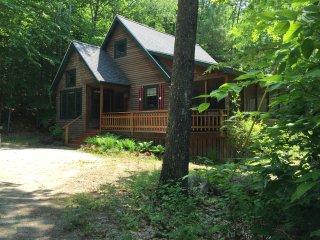 Cozy Pine Grove Cabin, Fayette