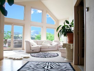 FOOTHILLS-HOUSE ON SIDE OF MTN-LUXURY-VIEWS-REDRCOKS CONCERTS-CASINOS-VIEWS!!!!