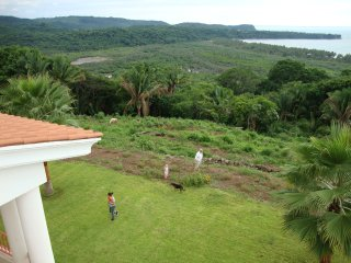 Overlooking Limoncito Bay, 2 minutes to beach #4, Platanitos