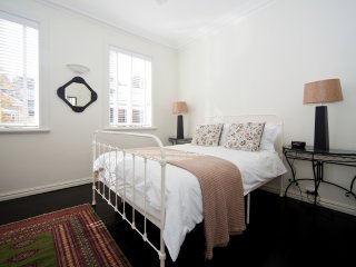 Beautifully Decorated 1 Bed Sydney Nth Shore MPT67