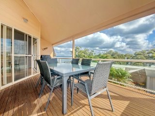 Moy at Nelson Bay, 2/30 Thurlow Avenue - FREE WIFI
