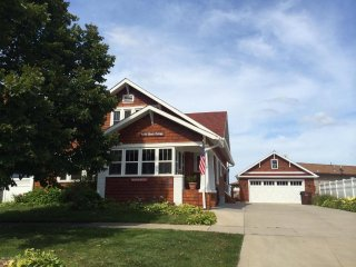Beautiful MultifamilyHome with Million Dollar View, South Haven