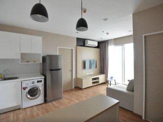 Large Corner Apartment near BTS, Bangcoc