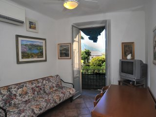 CAVOUR  - apartment with terrace in centre of Bellagio
