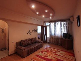Raisa's cozy central apt. 4 U ;), Yerevan