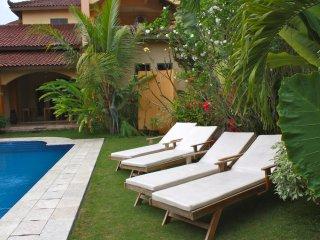Ada Waktu, Jogja, comfort room 3 guests, terras, swim, B&B !