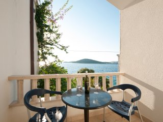 Aparthotel eM Ka - Studio with Terrace Sea View, Rogoznica