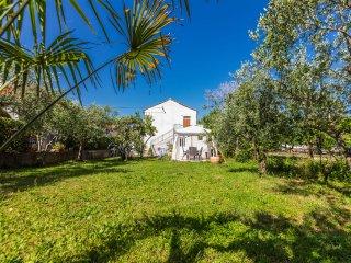Beby, standalone house, 2BR, terrace,grill, garden, Zadar