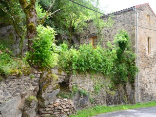 Aveyron Belle Vue Gite with garden. Pet friendly